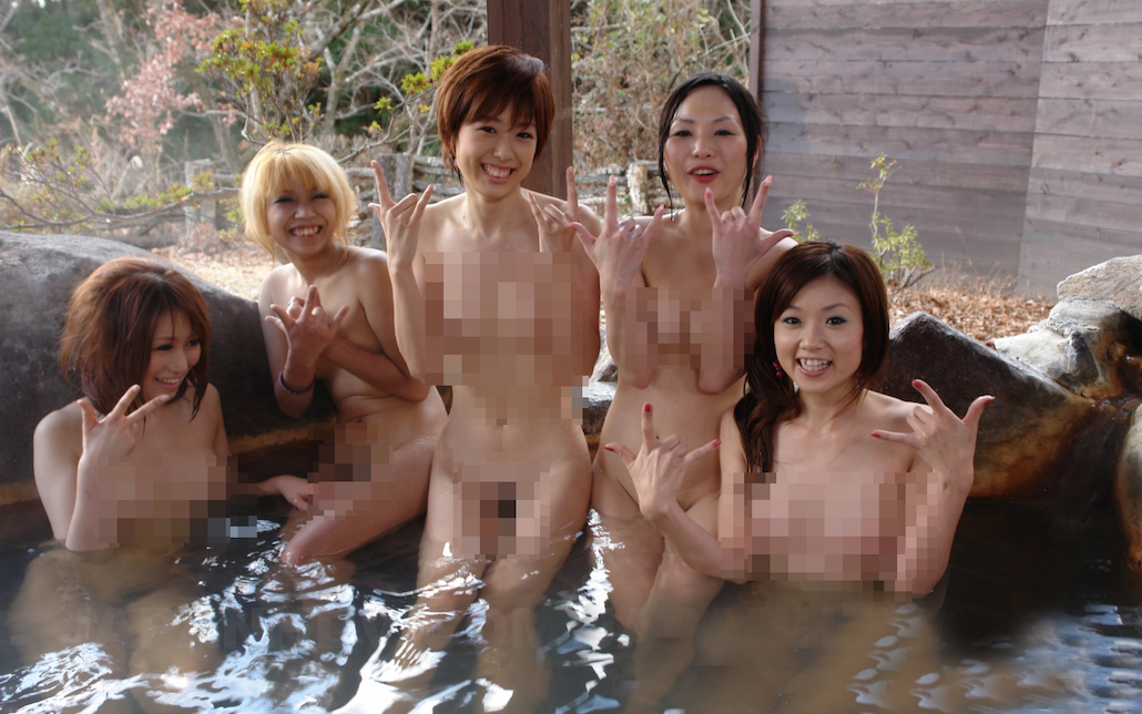 Naked Hot Springs Bathing in Toyko, Japan